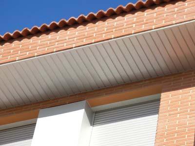 ejemplo de techo de aluminio en terraza