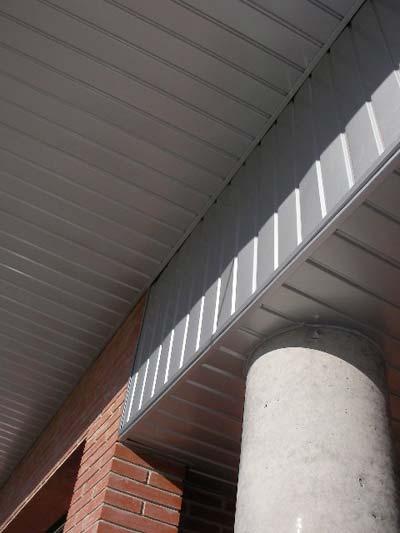 techo de aluminio en portal