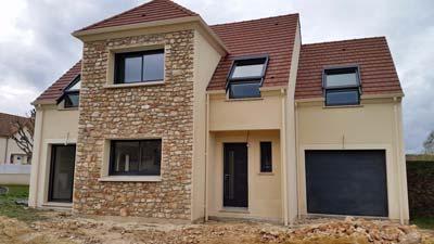 instalacion de canalones de aluminio en casa con tejado a dos aguas