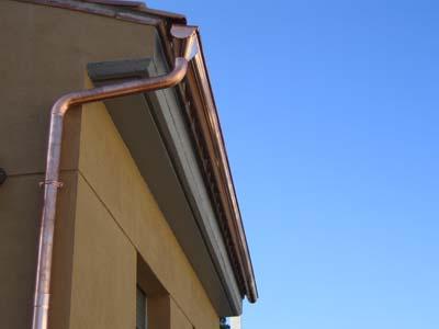 Instalacion de canaloe de cobre a pie de obra