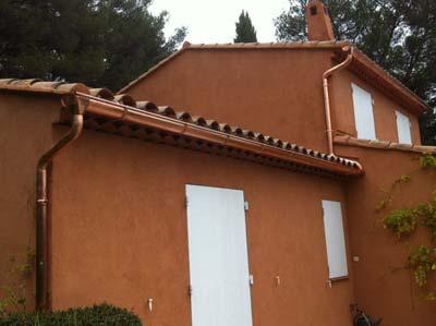 instalación en vivienda de canalones de cobre