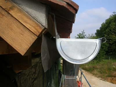 Intalación de canalón de zinc en girona