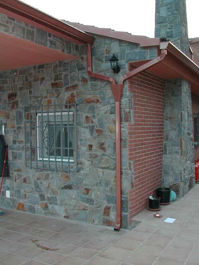 instalacion de canalones con embudo colector en bajantes