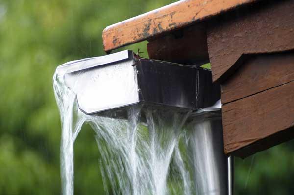 canalones colapsados de agua