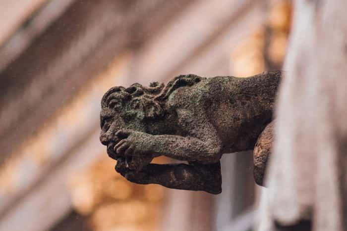 Gárgola como parte del sistema de canalones de una catedral