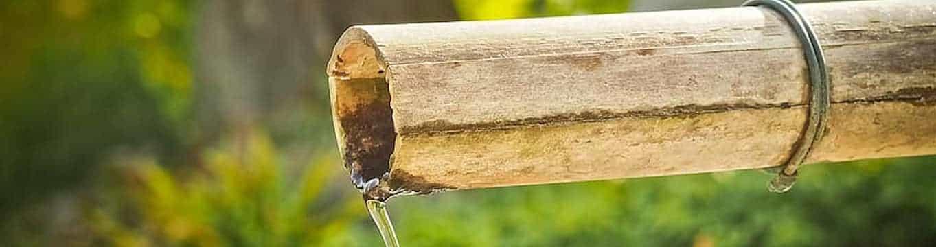 Canalón hecho con bambú