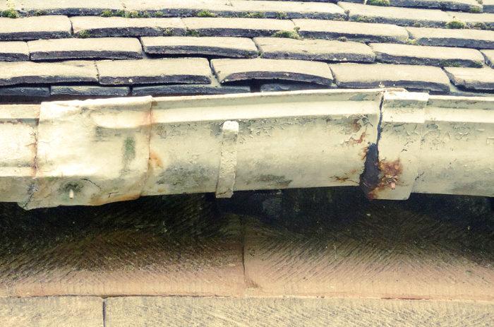 Conducto del sistema de evacuación pluvial oxidado